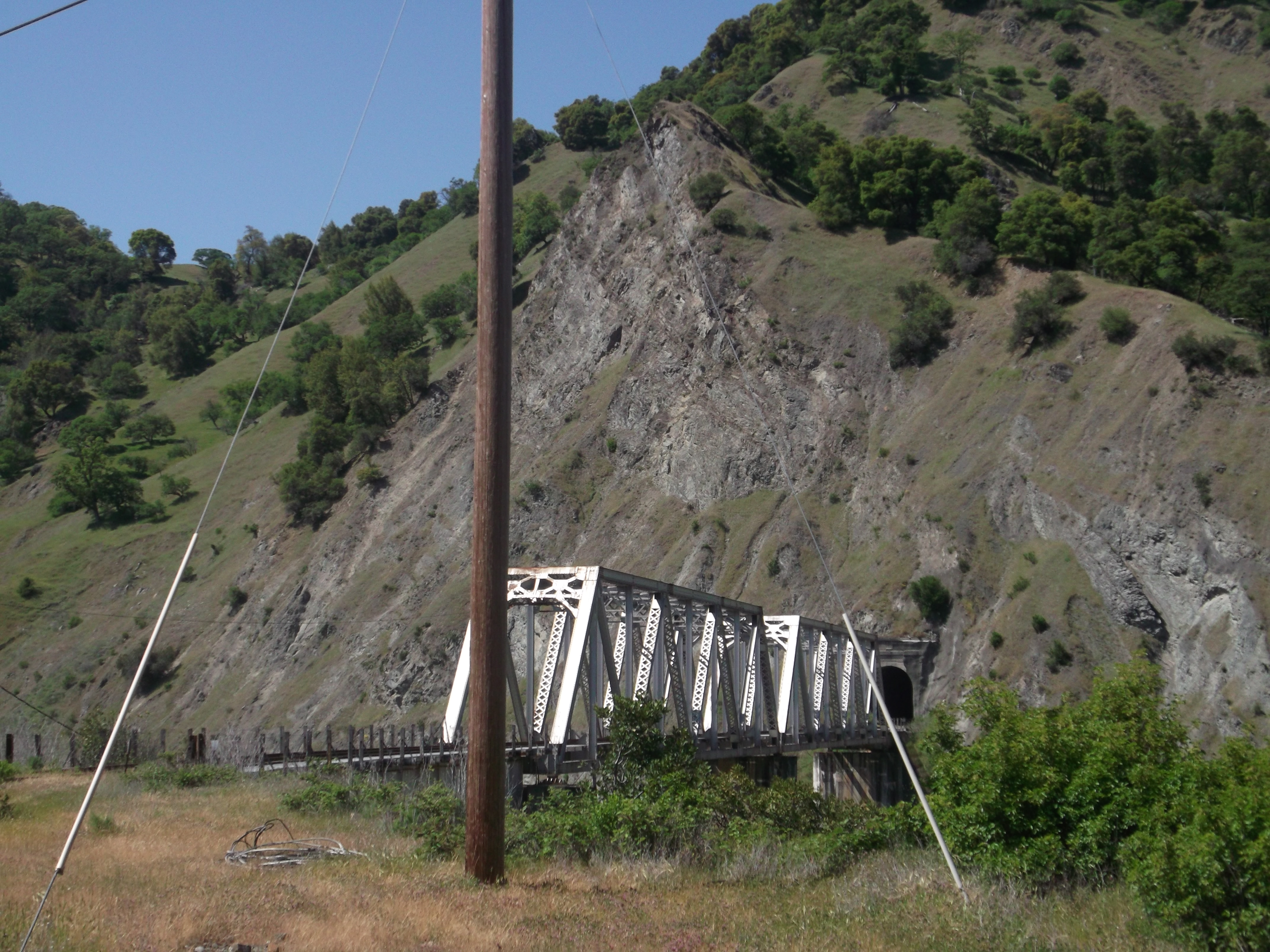 Island Mountain Bridge and south tunnel portal. (photo by D. Speredelozzi)