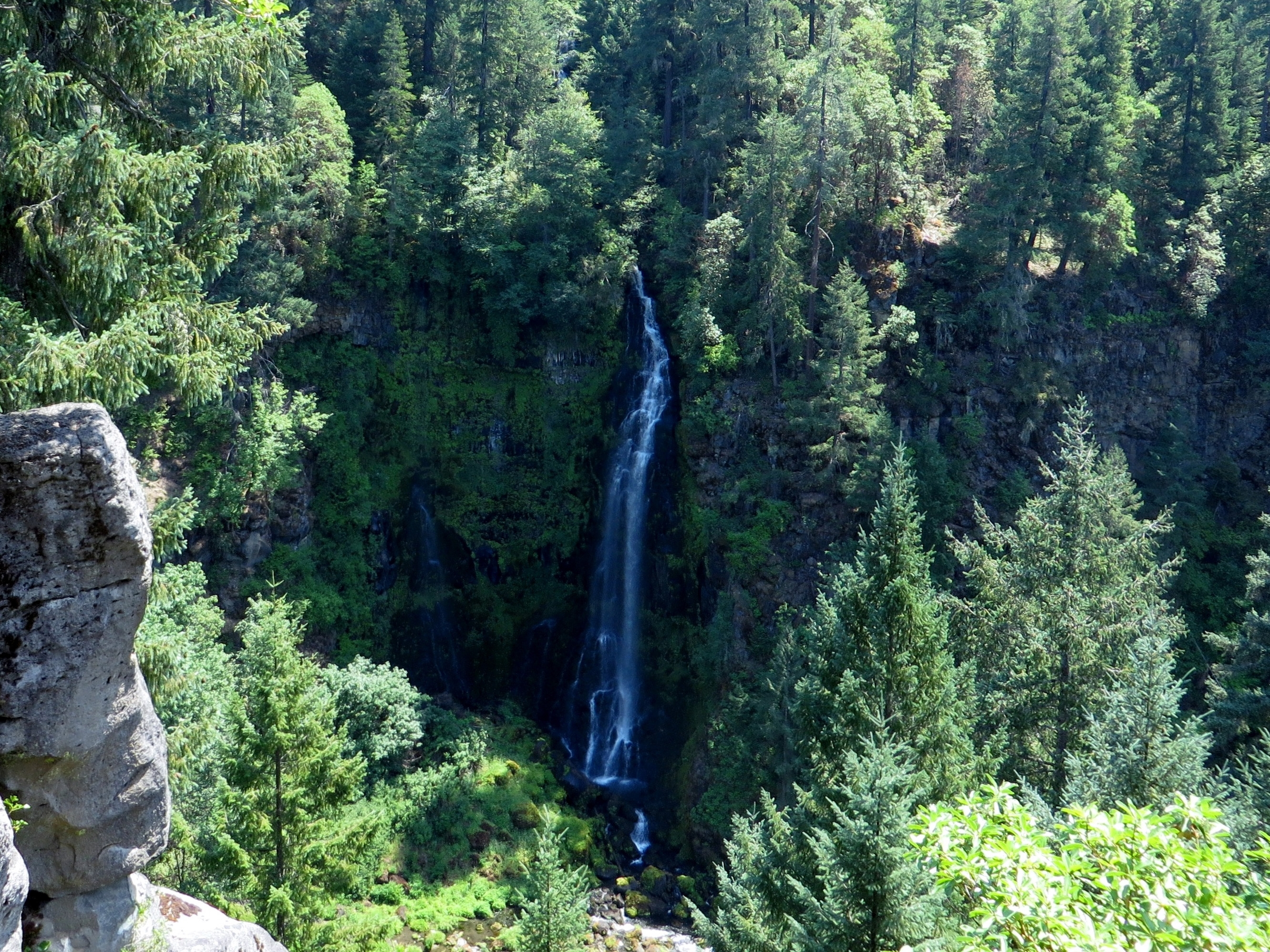 Barr Creek Falls tumble more than 150 vertical feet into the Rogue River. (photo by D. Speredelozzi)
