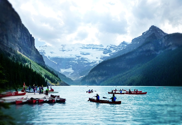 Rabid fans wait around in their canoes on Lake Louise, hoping to catch a Barry Bonds dinger. (photo by D. Speredelozzi)