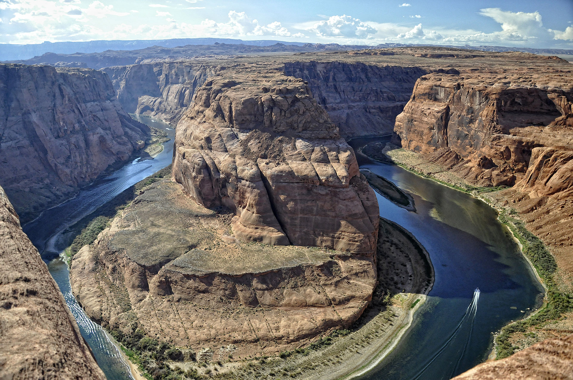 Horseshoe Bend, Colorado River, just upstream of the Grand Canyon. (image property of commons.wikimedia.org)