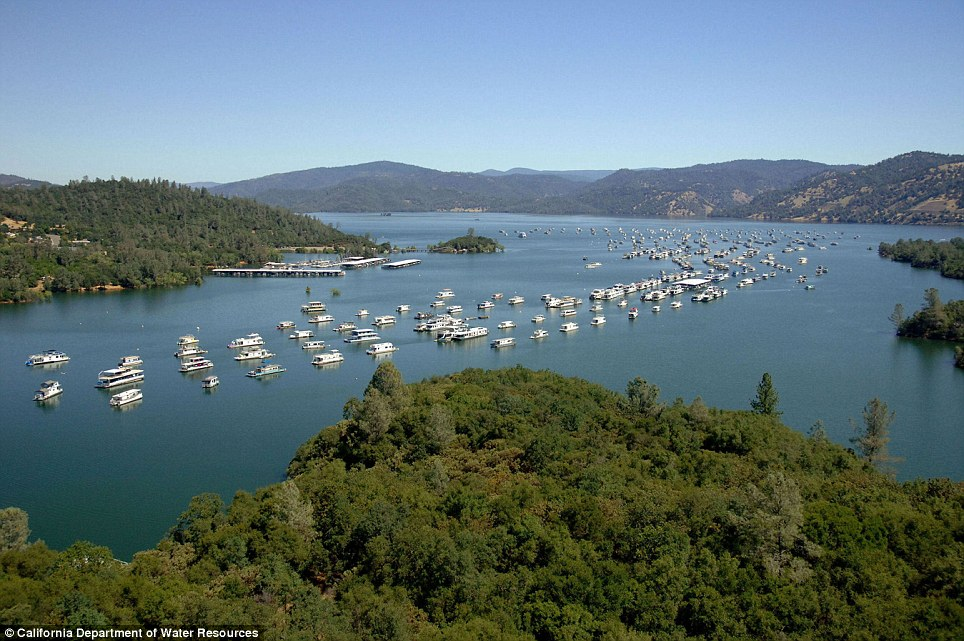 Lake Oroville, July 2011 (image by www.dailymail.co.uk)