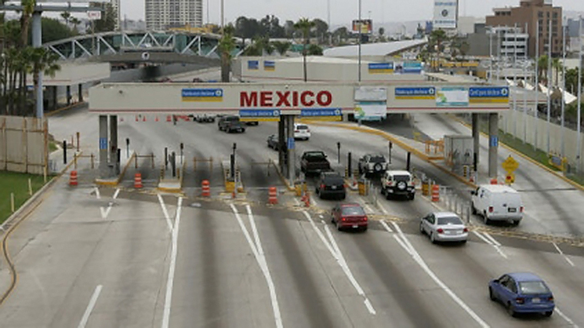 Getting into Mexico via the San Ysidro Port of Entry is about as difficult as rolling a ball down a ramp. (photo by www.huffingtonpost.com)