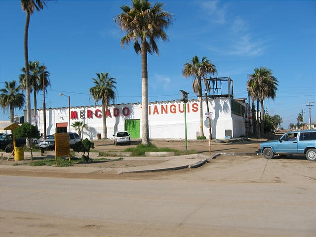 This wicked uninteresting photo of the Guerrero Negro Supermercado perfectly captures the spirit of the town. (image by octopup.org)